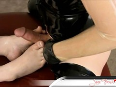 Watch Jamie fuck this pair of cute, girly feet like a pro!