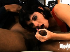 Messy Mandy in an interracial threesome