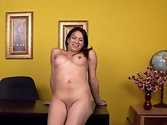 Deanna Masturbating On The Table