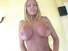 Blonda Caridea pulls off her panties and jacks herself off