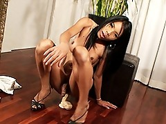 Horny transsexual Jessy fucking her asshole with a dildo
