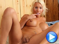 Blonde bombshell Quinn strips off her tight blue jeans to reveal her bountiful booty. This tgirl has curves in all the right places and loves to tease